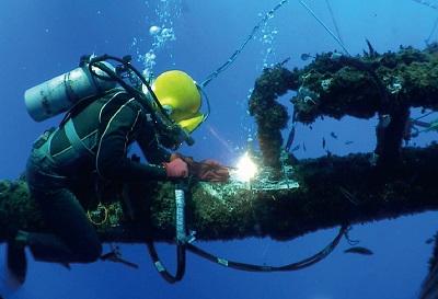 工程潜水专业水下焊接实训